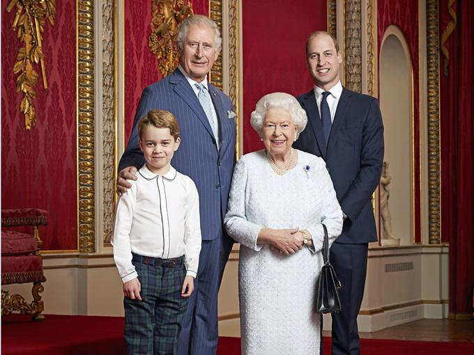 Nữ hoàng, Thái tử Charles, Hoàng tử William và Hoàng tử Charles mừng năm mới 2020 ở Điện Buckingham. Ảnh: PA.