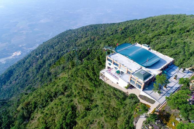 Với hàng loạt thay đổi cùng sự đầu tư bài bản của những nhà đầu tư lớn như Sun Group, Hội xuân Núi Bà Đen năm nay hứa hẹn sẽ còn thu hút thêm nhiều du khách. Dự kiến, đến hết tháng Giêng năm Canh Tý, lượng khách đến với danh thắng nổi tiếng bậc nhất Nam Bộ này có thể lên đến gần một triệu lượt.
