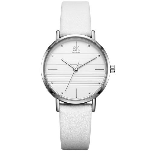 Shengke Korea là thương hiệu đồng hồ nữ của Hàn Quốc, có nhà máy sản xuất quy mô lớn đặt tại Trung Quốc. Các mẫu đồng hồ thương hiệu này được nhiều bạn trẻ ưa chuộng bởi kiểu dáng đẹp, hiện đại, trong đó có mẫu K8007L-03. Thiết kế có tông trắng chủ đạo, dây da chính hãng, đang giảm đến 38%, còn 799.000 đồng (giá gốc 1,299 triệu đồng).