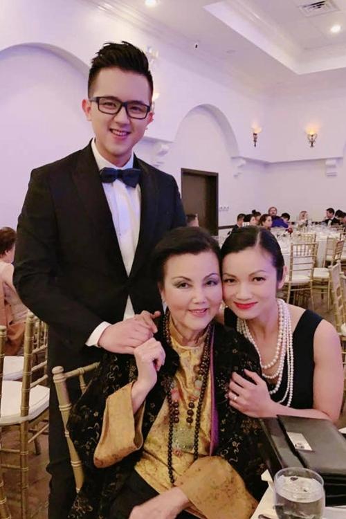 Minh tinh Kiều Chinh vãn đài các, sang trọng ở tuổi 83. Bà tên thật là Nguyễn Thị Chinh, nổi tiếng tại Sài Gòn qua nhiều bộ phim đóng trước năm 1975. Ảnh: Jummy Nhựt Hà