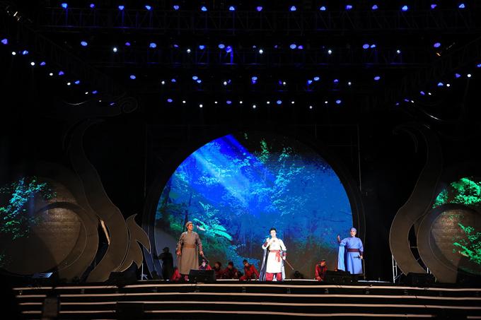 Phần biểu diễn giao lưu nghệ thuật Samulpannoreum của Đoàn nghệ thuật Woori Sori thành phố Gimhae (Hàn Quốc) và nghệ thuật múa trống Chhay Dăm truyền thống Tây Ninh... ở chương 3 cho thấy một Tây Ninh hội nhập đầy hào khí.