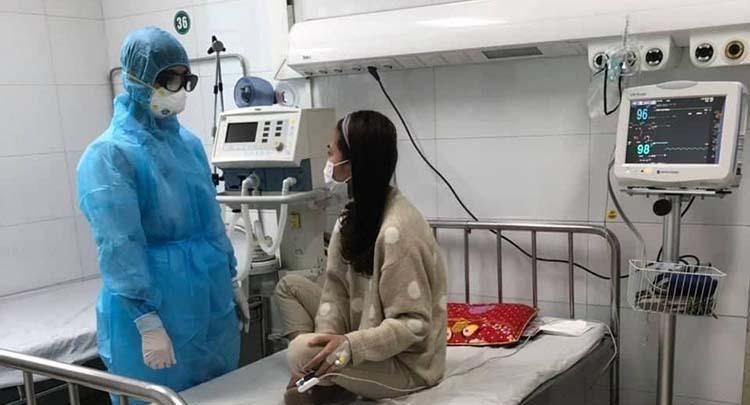 Bệnh nhân Nguyễn Thị Trang đã cắt sốt sau một tuần nằm viện chăm sóc đặc biệt. Ảnh: Lam Sơn.