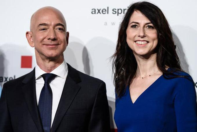 Jeff Bezos và mackenzie tạiliên hoan phim Berlin hồi tháng 4/2018. Ảnh: CNBC.
