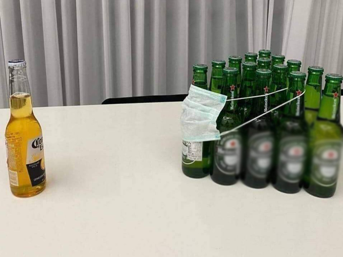 Hình ảnh biếm họa về loại bia Mexico đang gây hiểu nhầm vì trùng tên với loại virus viêm phổi chết người.
