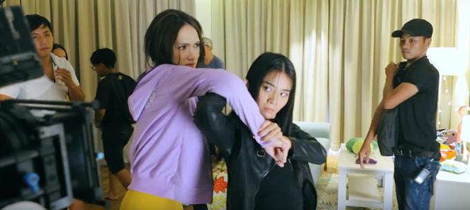Hương Giang Idol và Karen Nguyễn đánh nhau trong phim.
