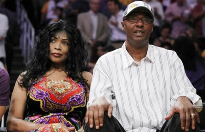 Ông Joe và bà Pamela - bố mẹ của Kobe Bryant