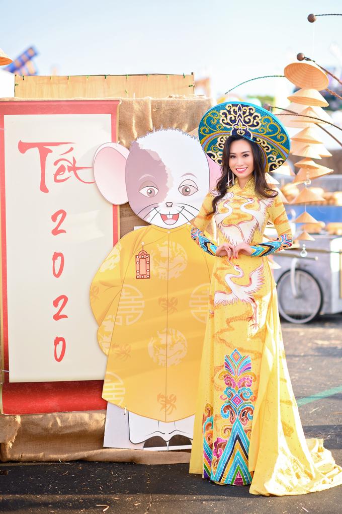 Hoa hậu Trang Lương cũng gìn giữ truyền thống quê nhà bằng việc thường xuyên diện áo dài vào những ngày lễ, Tết.