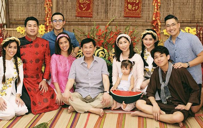 Thảo Tiên sum vầy bên bố mẹ và các anh chị em trong gia đình những ngày đầu năm mới.