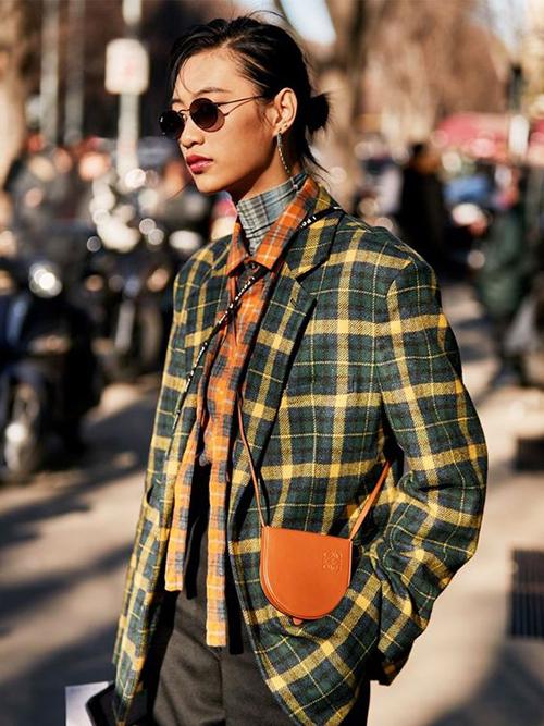 Những chiếc áo blazer kẻ sọc ca rô vẫn là món đồ khiến phái đẹp thổn thức. Bởi chúng giúp họ thoả sức mix-match đồ hợp mùa và có được vẻ ngoài sành điệu.