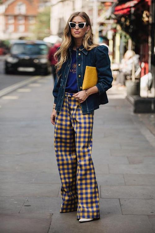 Xu hướng ca rô ở mùa mới được thể hiện đa dạng với nhiều kiểu dáng trang phục như áo vest, quần suông, chân váy, blazer dress.
