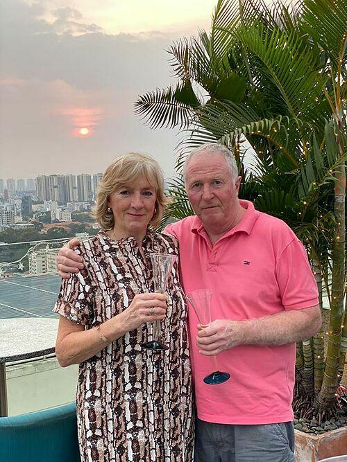 Bố mẹ chồng Hà Anh cũng có mặt trong tiệc sinh nhật. Họđến Việt Nam từ trước Tết Nguyên đán để đón năm mới cùng các con và cháu gái.