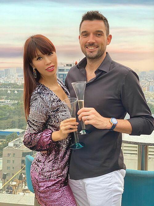 Hà Anh và chồng trong tiệc sinh nhật.