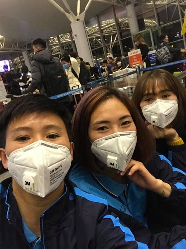 Sau hơn nửa ngày di chuyển với 2 chặng bay, thầy trò HLV Mai Đức Chung đã có mặt tại đảo Jeju (Hàn Quốc) vào chiều nay (31/1) với sức khỏe tốt trước ngày khai mạc.