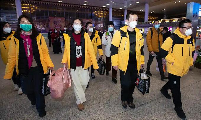 Các nhân viên y tế từ Nam Kinh tới Vũ Hán
