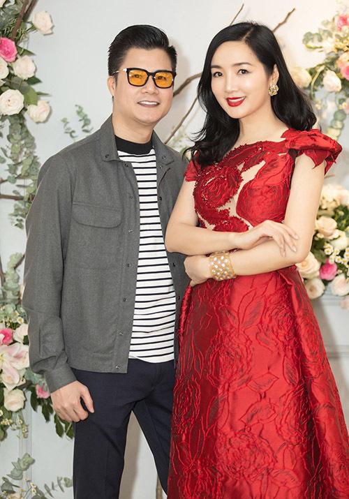 Ca sĩ Quang Dũng vui vẻ hội ngộ Giáng My trong ngày khai trương showroom của nhà thiết kế Hoàng Hải.