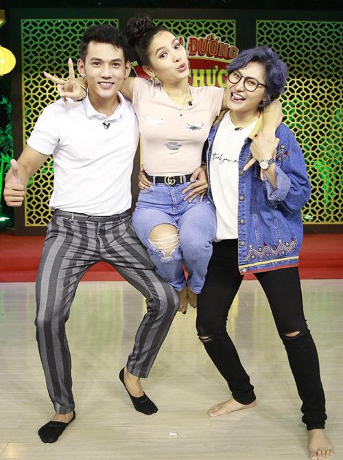Từ trái qua: đội còn lại gồm diễn viên Lý Bình, ca sĩ Phương Trinh Jolie và Vicky Nhung.