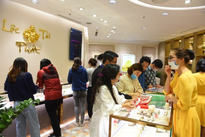 Cửa hàng vàng đông khách trước ngày Vía Thần tài