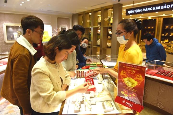 Cửa hàng vàng đông khách trước ngày Vía Thần tài - 1