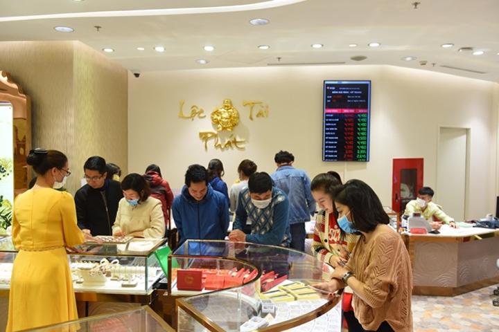 Cửa hàng vàng đông khách trước ngày Vía Thần tài - 4