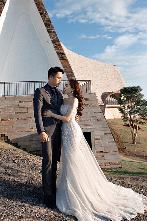 Uyên ương chọn chụp hình ngoại cảnh cho bộ ảnh pre wedding.
