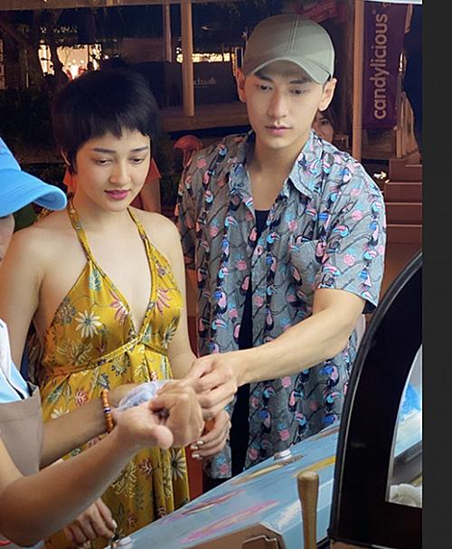 Bị đồn hẹn hò Isaac ở Bali, Bảo Anh đăng ảnh chụp chung và cho biết cả hai chỉ tình cờ cùng du lịch tại một địa điểm. Nữ ca sĩ viết: Hữu duyên thiên lý năng tương ngộ. Sau bao sóng gió Bali thì anh em tôi đã tìm được nhau.