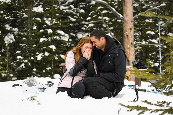 Jennifer Gates được bạn trai Nayel Nassar cầu hôn khi đang đi trượt tuyết. Ảnh: Instagram.