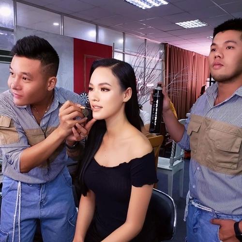 Trước đây, dù được chồng cũ lo cho cuộc sống đầy đủ nhưng Tuyết Lan vẫn duy trì công việc người mẫu và nhận show đều đặn.