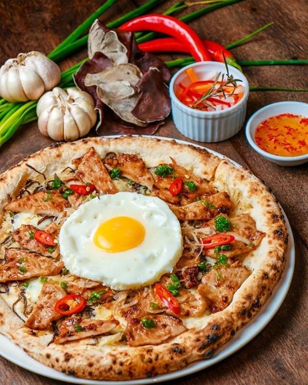 Pizza cơm tấm ở Sài Gòn