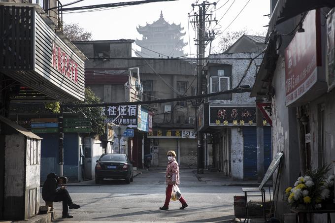 Đường phố VũHán, Trung Quốc vắng vẻ hôm 31/1 do dịch bệnh bùng phát. Ảnh: CNN.