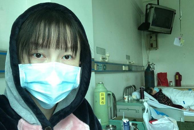 Muying Shi chia sẻ hình ảnh đang ở phòng cách ly của Hospital 8 ở Vũ Hán. Ảnh: Mirror.