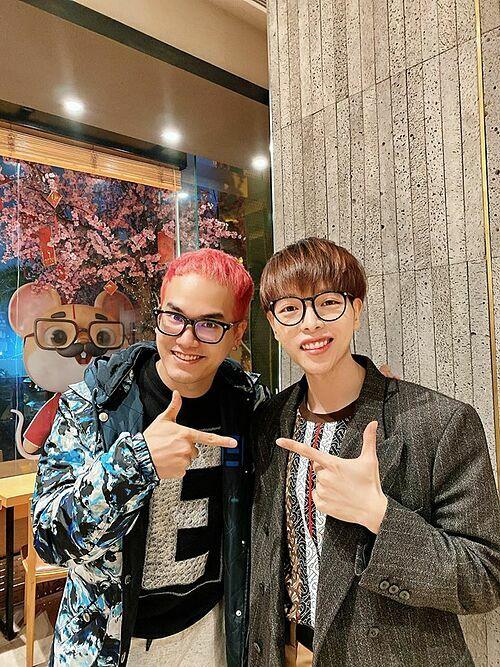 Đức Phúc khoe ảnh chụp cùng nhạc sĩ Khắc Hưng và tiết lộ cả hai kết hợp trong một dự án âm nhạc sắp tới.