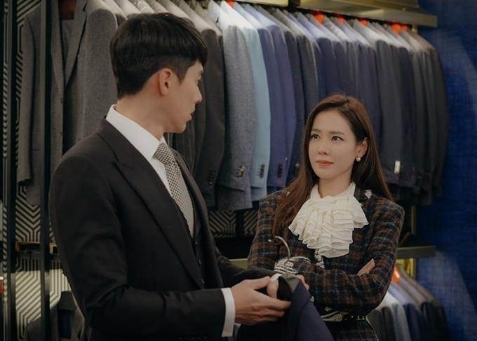 Cặp đôi đại úy - chị đẹp cùng mặc đẹp trong các tập cuối.