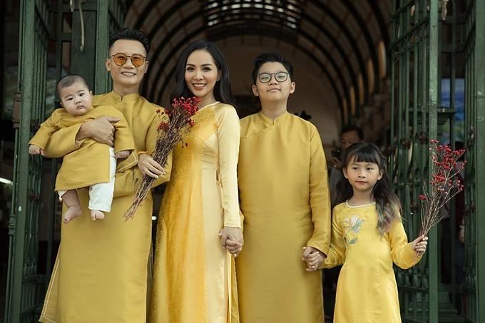 Gia đình Hoàng Bách.