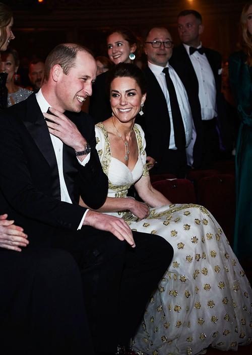Cả hai thường xuyên trò chuyện và trao nhau những nụ cười trong suốt thời gian diễn ra chương trình.
