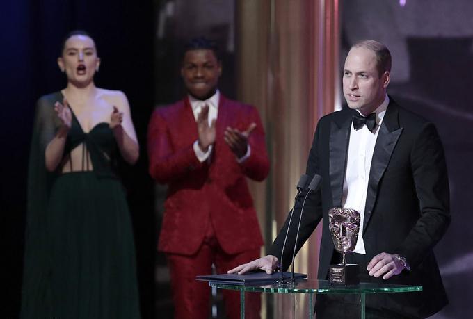 Đây là năm thứ 10 Hoàng tử William đảm nhận vai trò chủ tịch của BAFTA. Anh đã lên bục để trao giải thưởng cao quý Fellowship cho nhà sản xuất phim Star Wars, Kathleen Kennedy.
