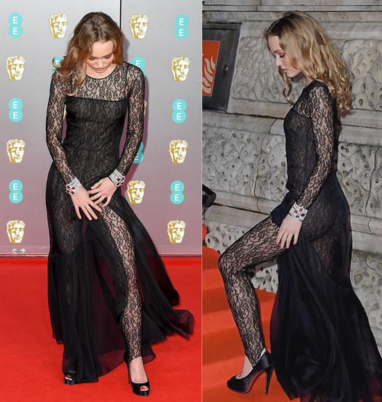 Lily loay hoay với vạt váy xẻ mỗi khi đứng tạo dáng hay bước lên bậc thềm.