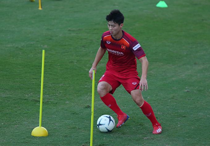 Duy Mạnh trên sân tập cùng tuyển Việt Nam tại vòng loại World Cup 2022 hồi tháng 10/2019. Ảnh: Đương Phạm.