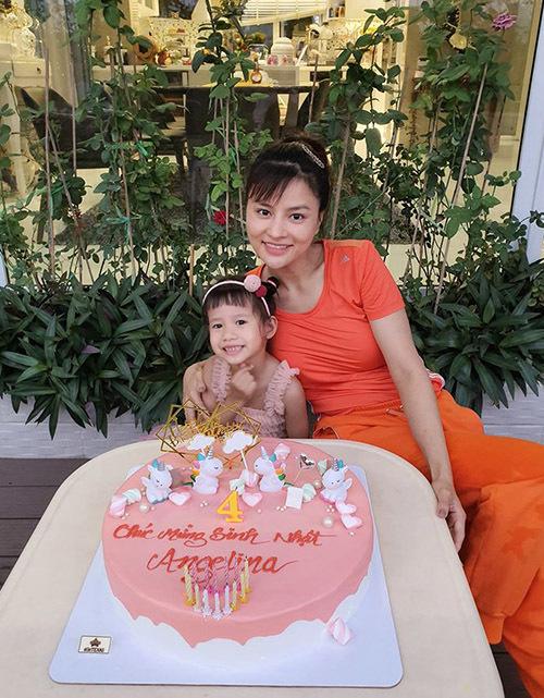 Con út của cựu người mẫu và doanh nhân Trần Thanh Hải tên Angelina Trần vừa tròn 4 tuổi.