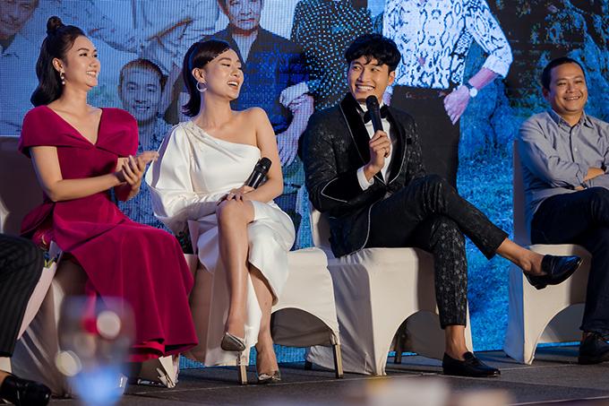Hương Giang, Phương Oanh, Đình Tú tại buổi họp báo giới thiệu phim cuối tháng 12/2019.