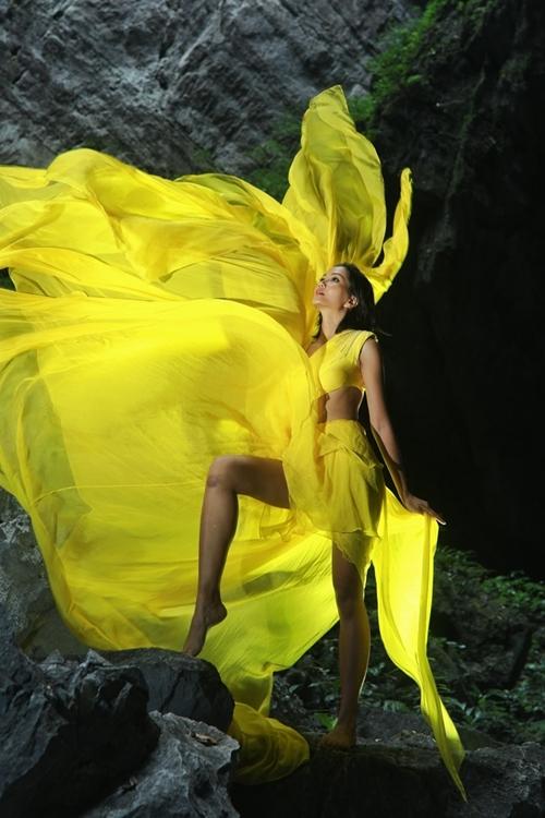 HHen Niê khóc sau khi hoàn tất ghi hình: Lúc đó Hen thấy mình nhỏ bé lắm, cứ như một nàng bướm vàng lạc lối chốn thần tiên.