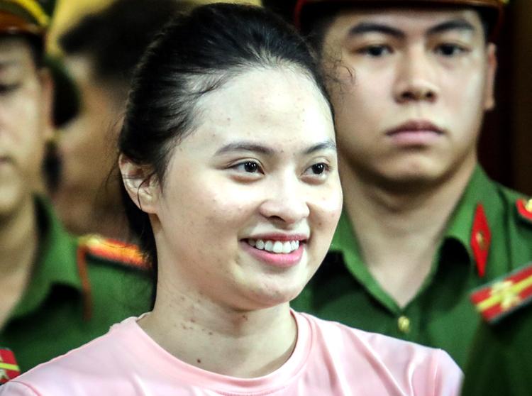 Hot girl Ngọc Miu trong lần ra tòa hồi năm ngoái. Ảnh: Thành Nguyễn.