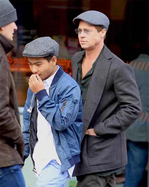 Brad Pitt và Maddox tại London năm 2015.