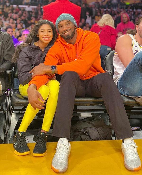 Kobe Bryant và con gái Gianna trong một lần đi xem bóng rổ cuối năm ngoái.