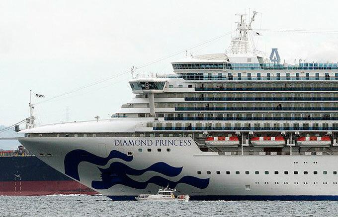 Tàu Diamond Princess neo ngoài khơi vịnh Yokohama, Nhật Bản hôm 4/2. Ảnh: PA.