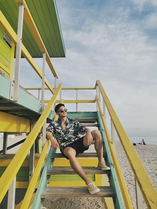 Tranh thủ lúc nghỉ ngơi, Trọng Hiếu dành thời gian dạo biển và ghi lại nhiều khoảnh khắc kỷ niệm.