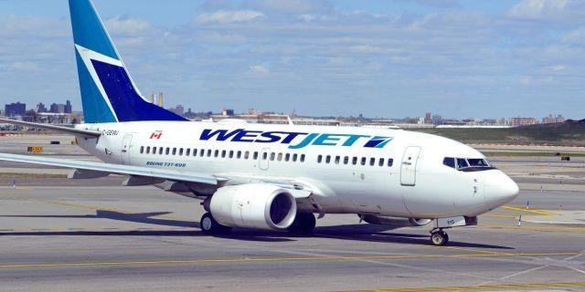 Một máy bay của WestJet Airlines đậu tại sân bay Toronto, Canada. Ảnh: Fox News.