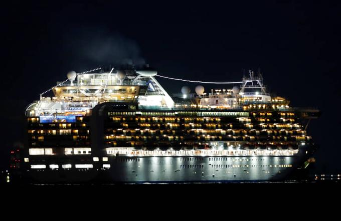 Du thuyền Diamond Princess bị cách ly ngoài khơi vinh Yokohama, Nhật Bản, hôm 4/2. Ảnh: Reuters.