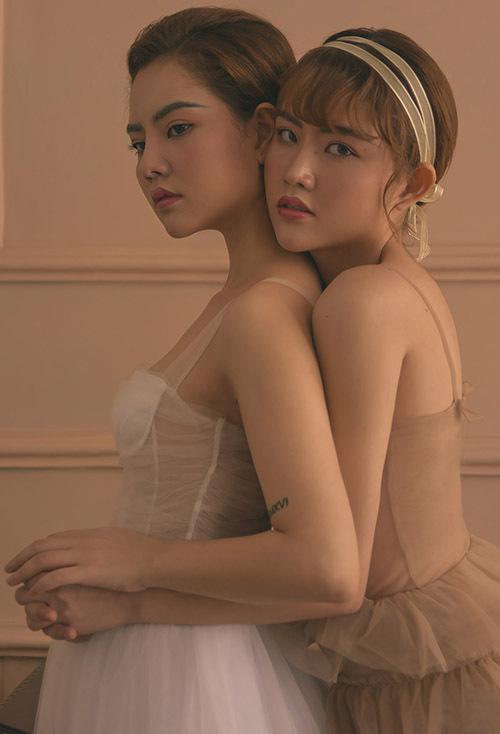 Ngoại hình của Bảo Trân và Bảo Anh giống hệt nhau nên họ hay chủ động mặc trang phục khác màu, đổi kiểu tóc để người thân, bạn bè dễ phân biệt.