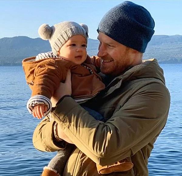 Hoàng tử Harry và con trai Archie ở Canada hồi cuối năm 2019. Ảnh: Instagram.