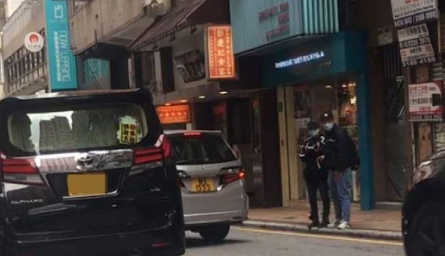 Theo một nhân chứng tiết lộ, trên phố, Hứa Chí An nắm tay vợ rất tình cảm. Hai người giờ đây đã không còn giận nhau mà nỗ lực hàn gắn quan hệ.